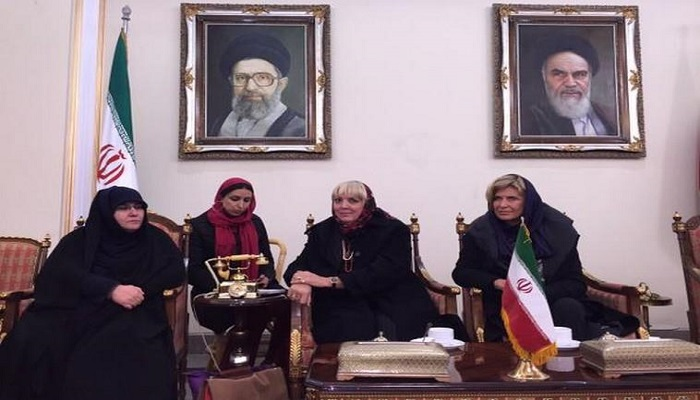 Claudia Roth in Iran (1)