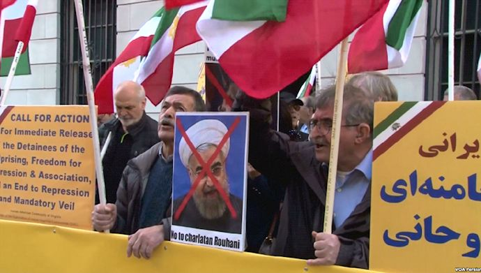 Supporters of MEK protest against Rouhani's visit to the United Nations.